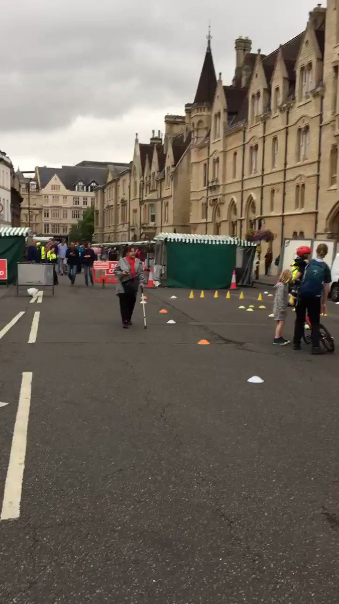 Oxford's #CarFreeDay warming up! Walk, cycle or run your way down to Broad Street to have a go on some activities🚲🚴🏾♀️🚶🏻♂️@cllrbartington @OxfordshireCC