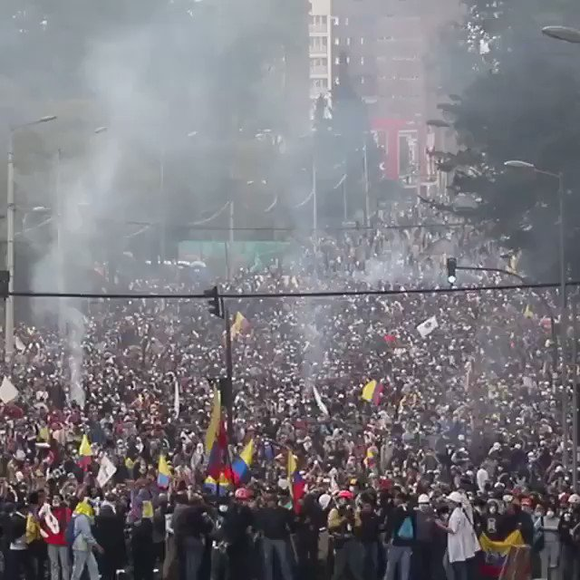 A mass rally of anti-IMF protesters gathers near el Arbolito park in northern Quito in the anticipation of more repression by the Moreno government.  #larevolucióndeloszánganos https://t.co/BK9mKG5yjR