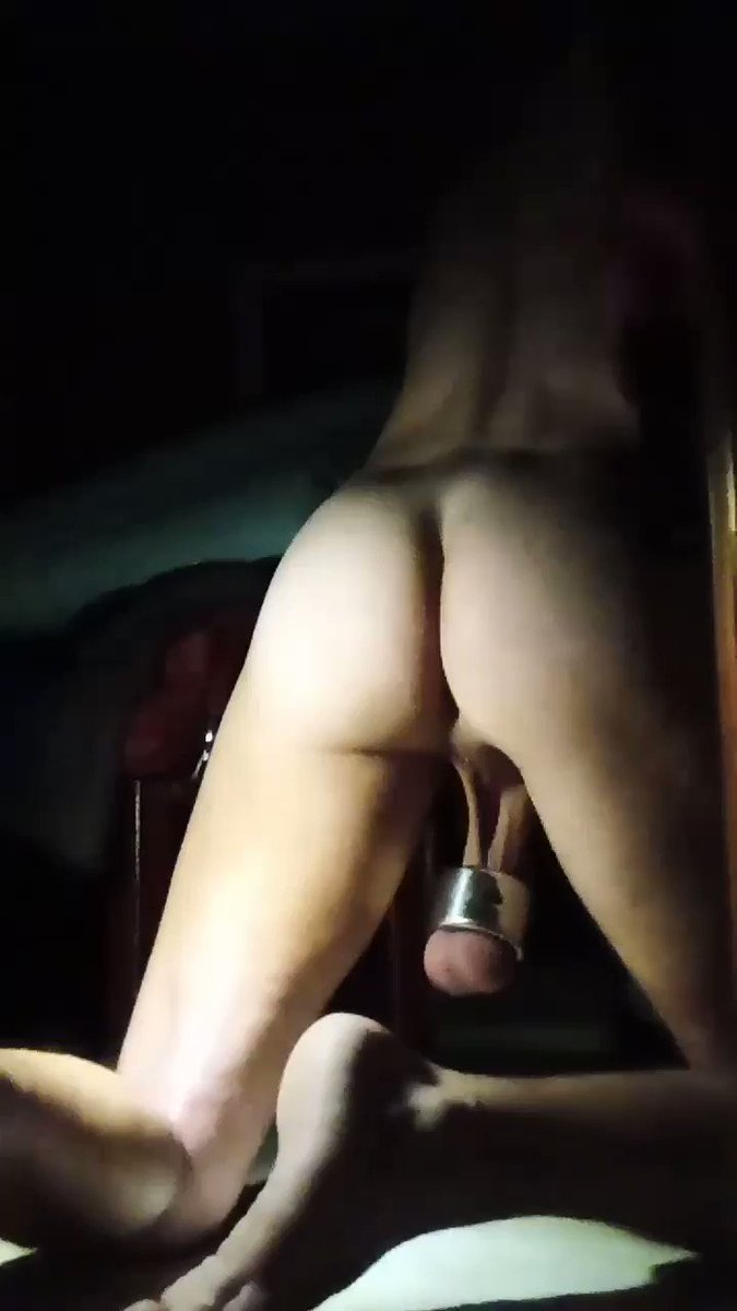 Do you like my ass? #cbt #lowhangers #balls #ballstretcher #ballweights #hornyasfuck #gayfeet @manresetNO