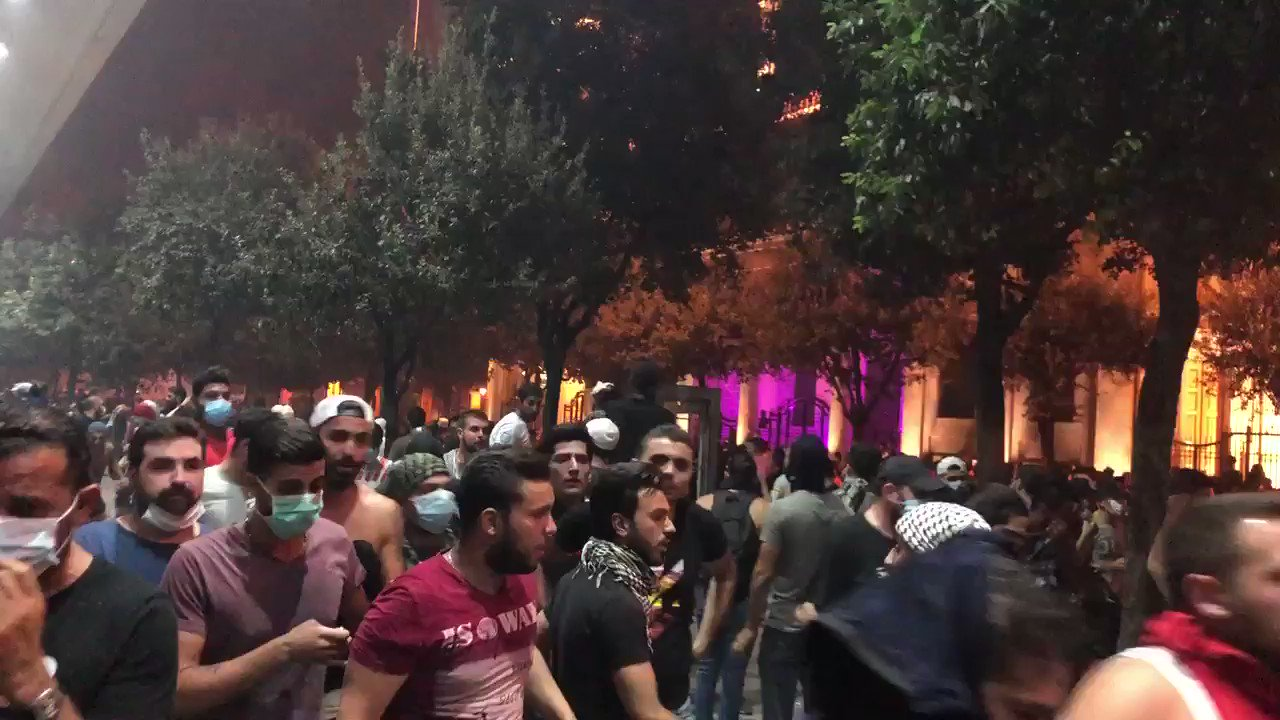 The moment the Army cleared protestors from Riad al-Solh with tear gas (and stopped me filming at the end). They were hitting people with butts of rifles. #لبنان_ينتفض https://t.co/y7ilye5jPQ