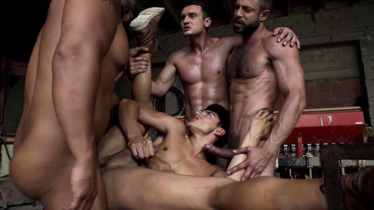 With @KenSummersXXX , @ViktorRomVisser , @bulrogxxx and @alex_kof2   #gayporn #gaysex #gayorgy #bb #bareback #bigcock #bigdick