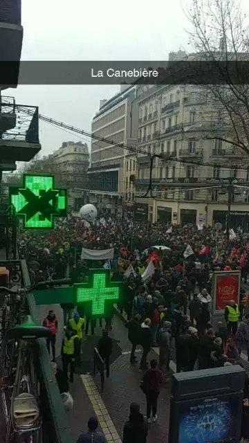 Aujourd'hui, la mobilisation est titanesque à Marseille ! 😨 #17decembre2019 #Marseille #greve17decembre #Retraites