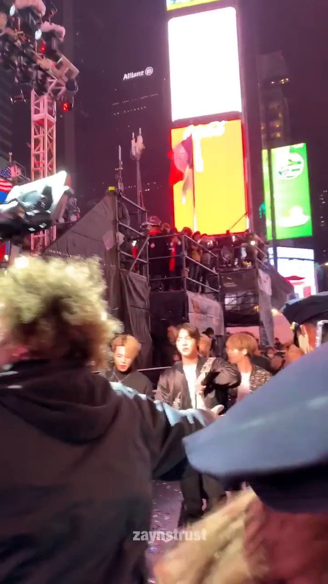 This guy in the Bomber Jacket that waved to the crowd!? This is Kim Seokjin, our Worldwide Handsome, Silver Vocals, Mariah Carey's son, etc etc #방탄소년단진 #진 #석진 #JIN #seokjin @BTS_twt #ジン #金碩珍 #RockinEve #BTSxTimesSquare #BTSxNewYearRockinEve