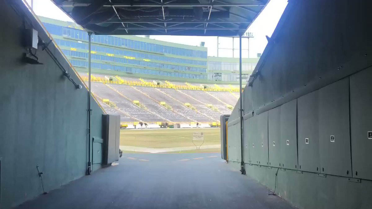 Last Lambeau tunnel walk of the season! Isn't she a beaut?  It's gameday guys! Give me your #Packers #Seahawks predictions below 👇