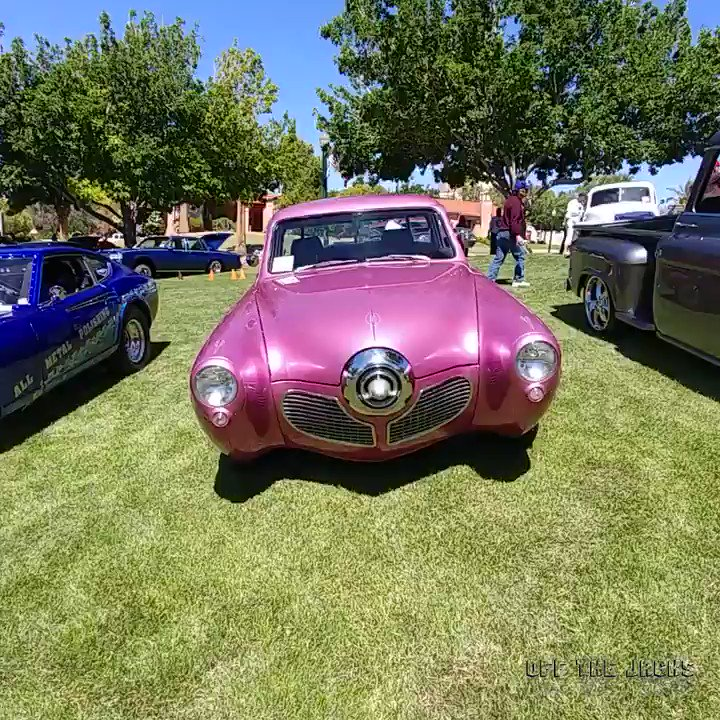 A 1949 Studebaker and it is PINK...Way PINK!  Video taken in Boulder City, Nevada https://t.co/dSOCnTfxMN