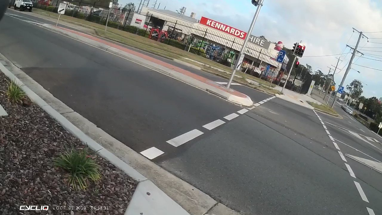 We REALLY need to reassess the assumption cyclist run more red lights than cars. Both of these videos show cars blatantly running red lights across green-lit crossings. We need to record, share and educate to bust some of these stupid myths! https://t.co/paDFj64zM0