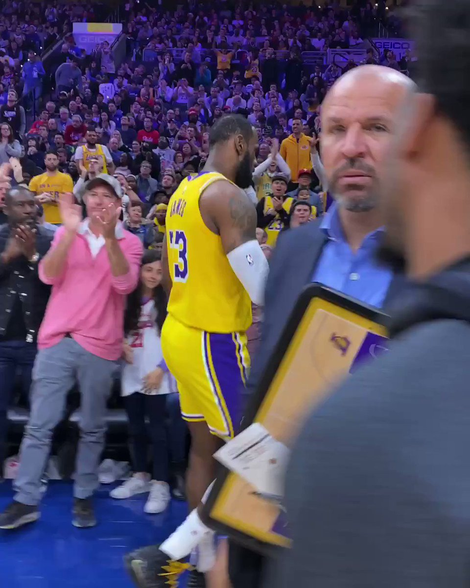 LeBron got a huge ovation after he passed up Kobe in scoring.  Only fitting he did it in Mamba's hometown of Philly 🙏  (via @NBA)