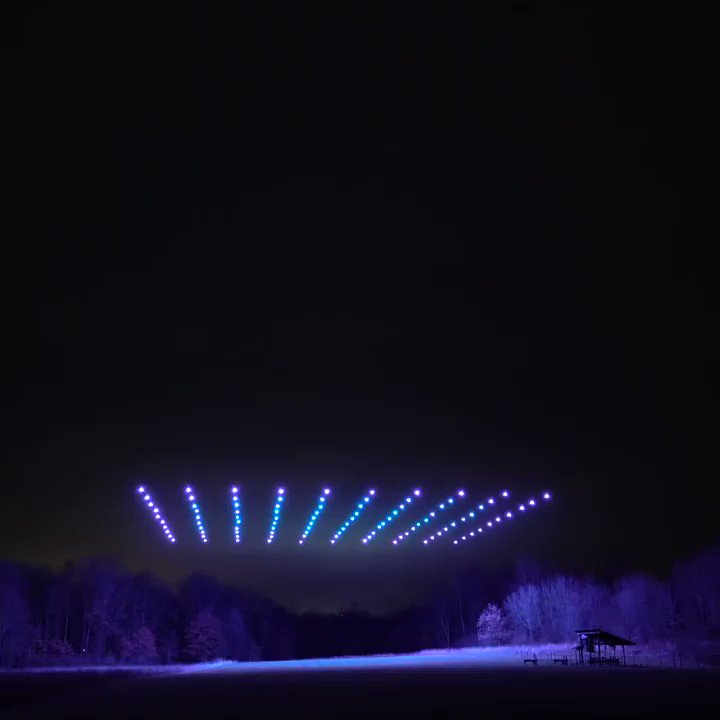 Watch 100 drones light up the night sky in this amazing timelapse of a synchronized flight by @fireflydrones.