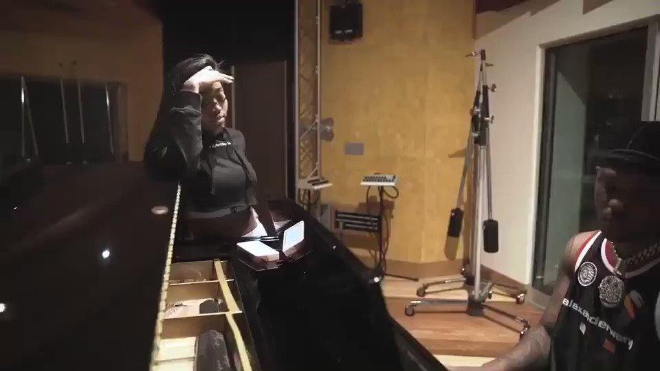 """JÁ QUERO ESSA VERSÃO!✨💞  Summer Walker cantando """"Nobody Else"""" na versão acústica/piano."""