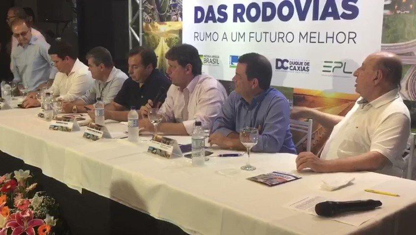 """@tarcisiogdf """"Se somarmos o que vai ser investido no Rio de Janeiro com as próximas três concessões, vamos chegar a um montante de R$ 15 bilhões para o estado só em rodovias"""", afirmou o ministro @tarcisiogdf. Segundo ele, a previsão é de que sejam gerados mais de 13 mil empregos diretos"""