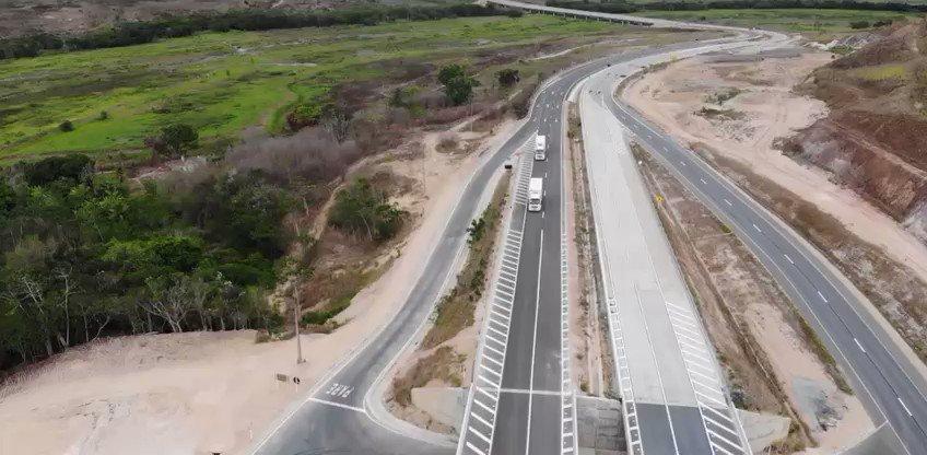 #DNITemAÇÃO: em Alagoas, o DNIT concluiu mais um trecho da obra da BR-101. Além de liberar a ponte sobre o rio Jequiá, que tem mais de 300 metros de comprimento, a Autarquia fechou a passagem inferior de acesso à Usina Sinimbu, logo após a ponte. Assim, o lote 5 da obra está ✔.