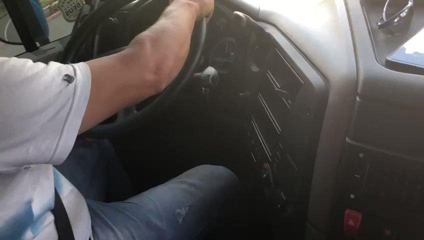 Na boleia do caminhão do sr. Vilmar, o ministro @tarcisiogdf, o presidente @jairbolsonaro e o caminhoneiro conversam sobre a pavimentação da BR-163/PA, concluída em nov/2019 pelo @DNIToficial e @exercitooficial e inaugurada hoje (14). Saiba mais ➡