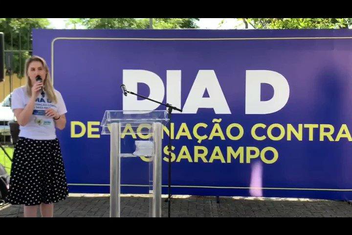 #VacinaBrasil Milhares de postos de vacinação estão abertos em todo o Brasil🇧🇷 para o Dia D de vacinação contra o #sarampo. A coordenadora do Programa Nacional de Imunizações, Francieli Fontana, participou da mobilização em Curitiba (PR). Confira o recado dela 👇
