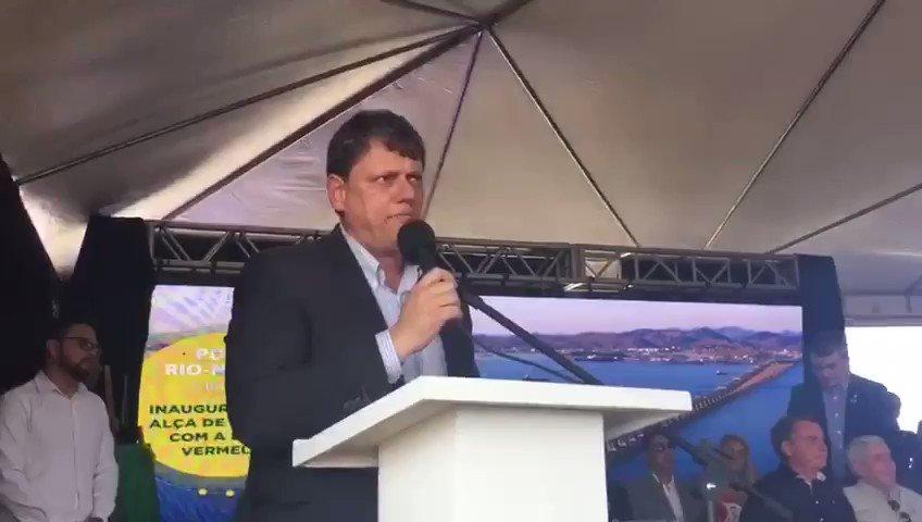 Entregamos a alça da ponte e já no segundo semestre inauguramos a segunda etapa dessa obra, que vai retirar o tráfego pesado da área urbana e reduzir o tempo de viagem da carga até o porto, incrementando nossa eficiência logística e contribuindo para diminuir o Custo Brasil.