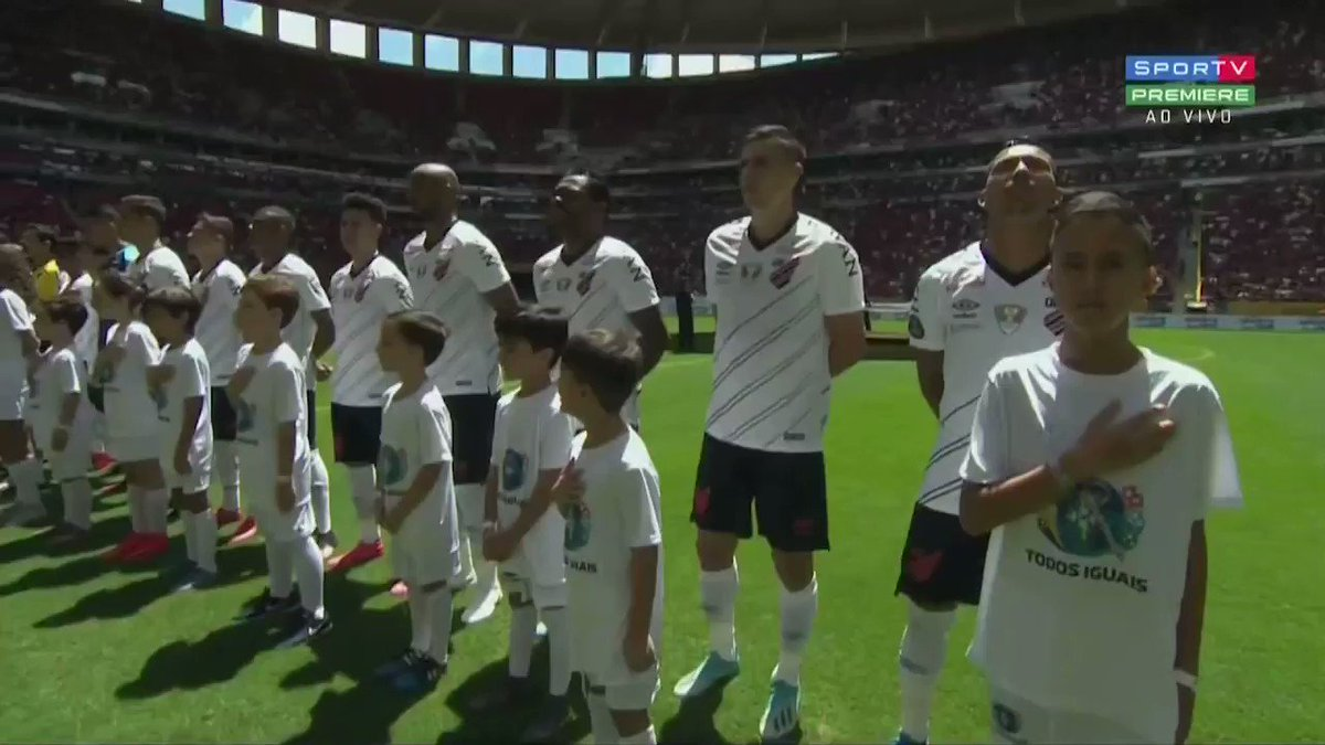 - Flamengo x Athletico no Mané Garrincha  - Sempre uma grande emoção cantar o nosso hino. Com @SF_Moro e @tarcisiogdf