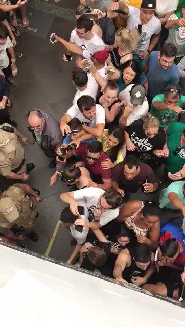 @vanessa_grazz Assim Bolsonaro foi recebido ontem na final da Supercopa, no estádio Mané Garrincha. Pelo que vejo, o êxito da administração do Pr @jairbolsonaro vai reelegê-lo no primeiro turno, pra desespero da PETEZADA. #BolsonaroNoPrimeiroTurno