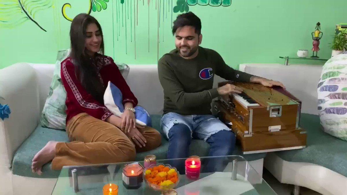 "Watch & enjoy the beautiful romantic ghazal ""Yu'n Saja Chand"" originally sung by Ghulam ali ji - Asha Ji & penned by Faiz Ahmad Faiz Sahab.  Here's mine & @ipratibhasingh Ji's   humble effort & tribute to legends :)"