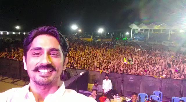 Energetic performance by @Actor_Siddharth in Trichy DS college. #Takkar releasing very soon.   @iYogiBabu @itsdivyanshak @Karthik_G_Krish @editorgowtham @PassionStudios_ @thinkmusicindia @DoneChannel1 @CtcMediaboy