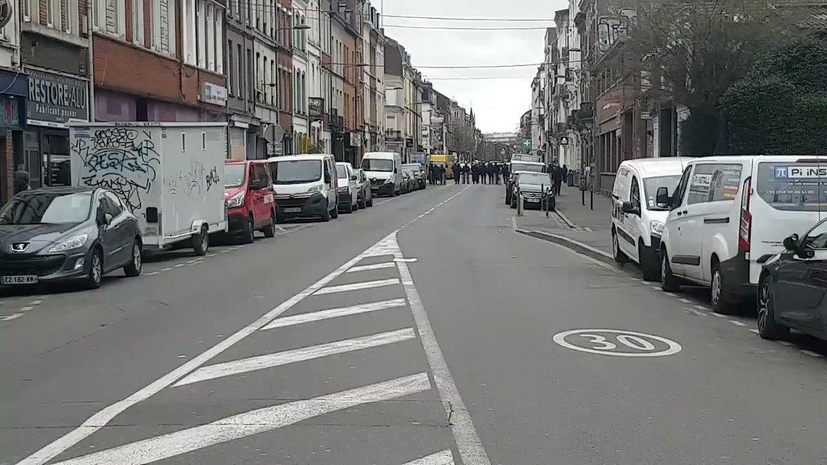 Ils veulent nous faire faire un parcours très court aujourd'hui !   #Lille #Greve20fevrier #grevegenerale #reformedesretraites #GiletsJaunes