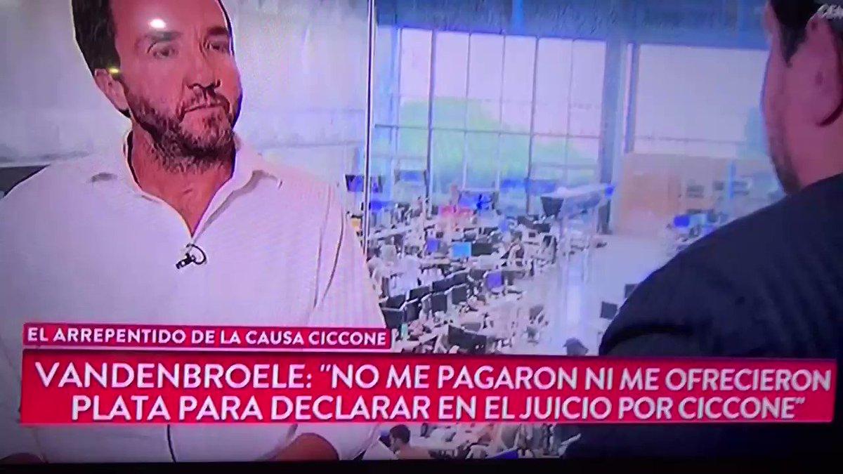 """MARTIN MENA ACTUAL SECRETARIO DE #Justicia SE PRESENTÓ ANTE EL RESPONSABLE DEL PROGRAMA DE TESTIGOS PROTEGIDOS CON UN ESCRIBANO Y LO RAJÓ SIN ANTES DECIRLE  """"DAME TODOS LOS EXPEDIENTES""""  QUE ONDA CON ESTO ? LOS LEO  😳  #BuenJueves #BuenViernes #NSB #Basta #MacriRecargado"""