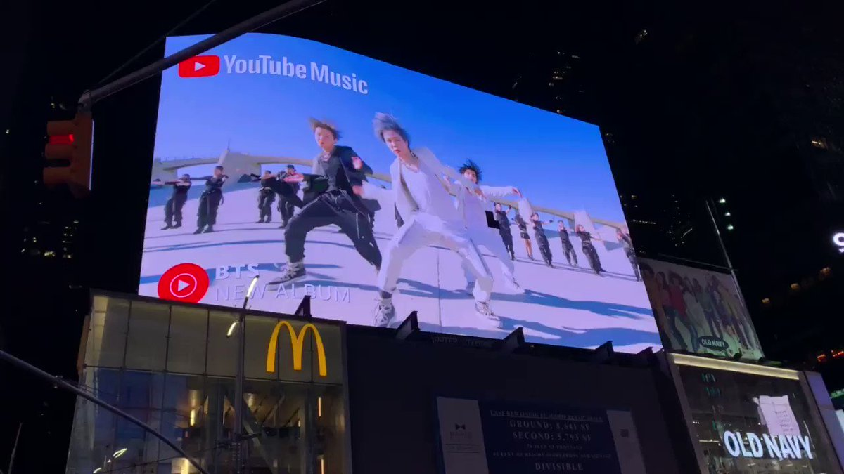 OH MY GOD #YouTubeMusic @youtubemusic @BTS_twt IN TIME SQUARE AHHHHHHH #MOTS7isComing