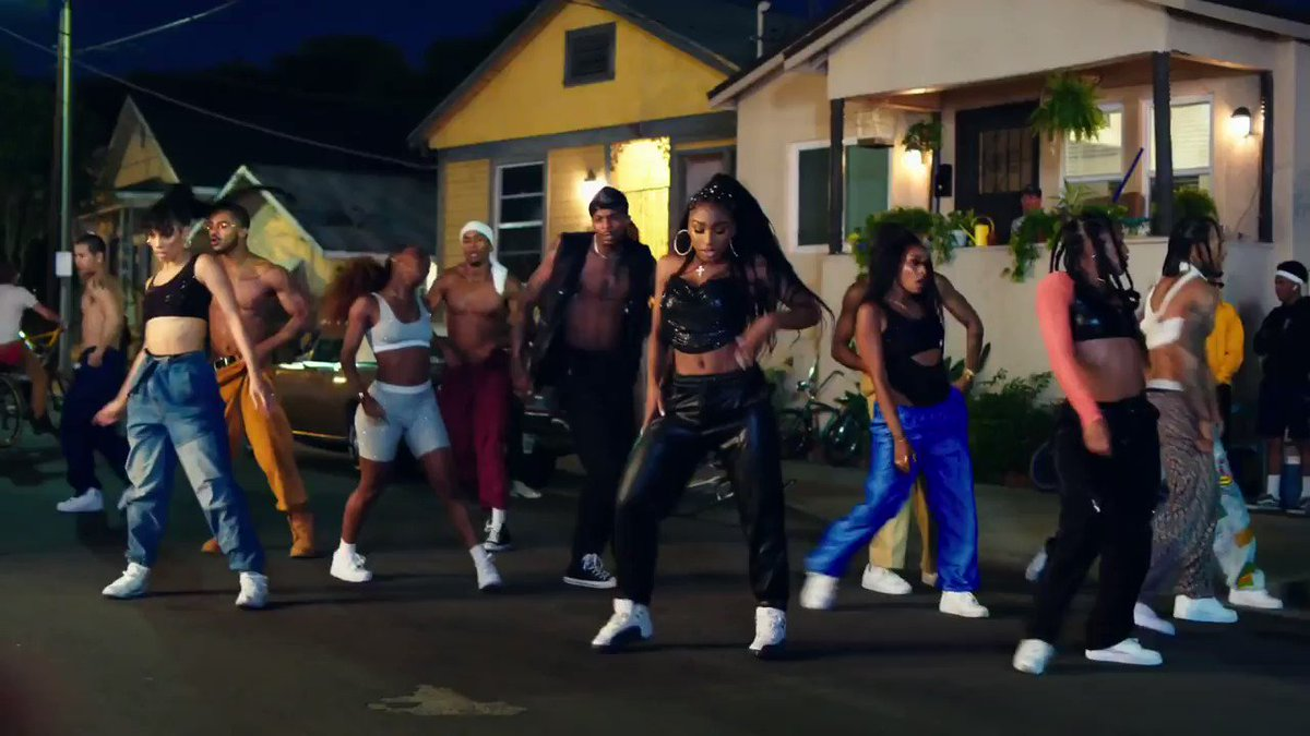 In the 2019 video for Motivation @Normani pulls off an impressive high-energy throwback dance video & continues to build up hype for her solo debut 👟🌴 dir. by #DaveMeyers & #DanielRussell 🎥 →