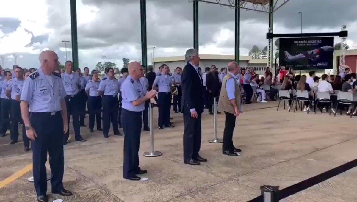 #Coronavírus   A quarentena acabou. É hora de partir... Veja trecho das despedidas! Na lembrança, a certeza de que sempre podem contar com as Forças Armadas do BRASIL!!! 🇧🇷🇧🇷🇧🇷