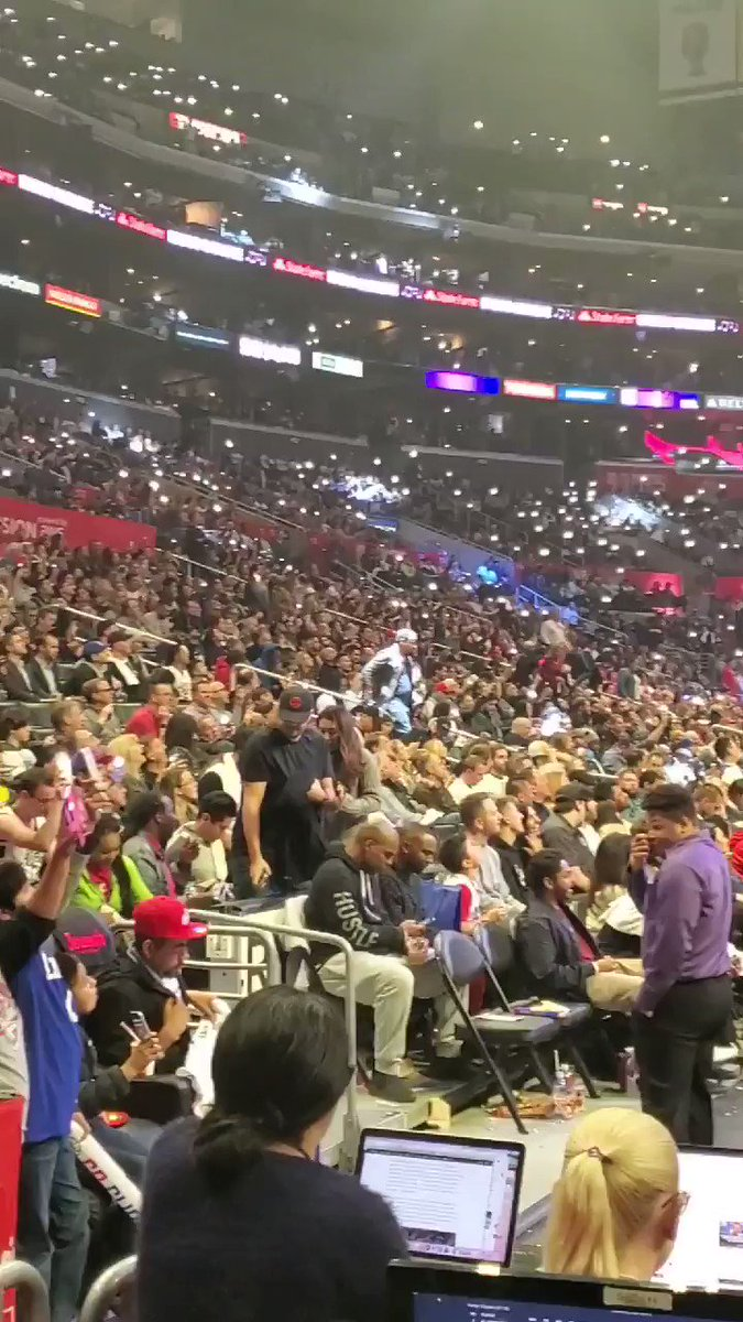 Staples Center is PERFECTLY karaokeing 'I Want It That Way' by the Backstreet Boys right now.