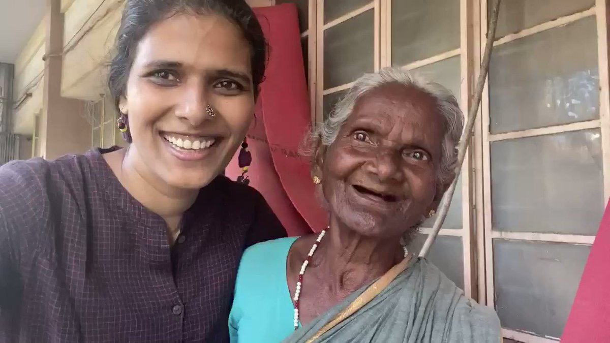 She speaks in English to verupethify her fellow fruit vendors. Meet Paapu from Paravai. 🥰