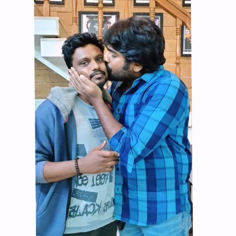 #Makkalselvan #Vijaysethupathi Anna with #fans #kiss #Kisses #kissme 😍❤ #Makkalselvan @VijaySethuOffl
