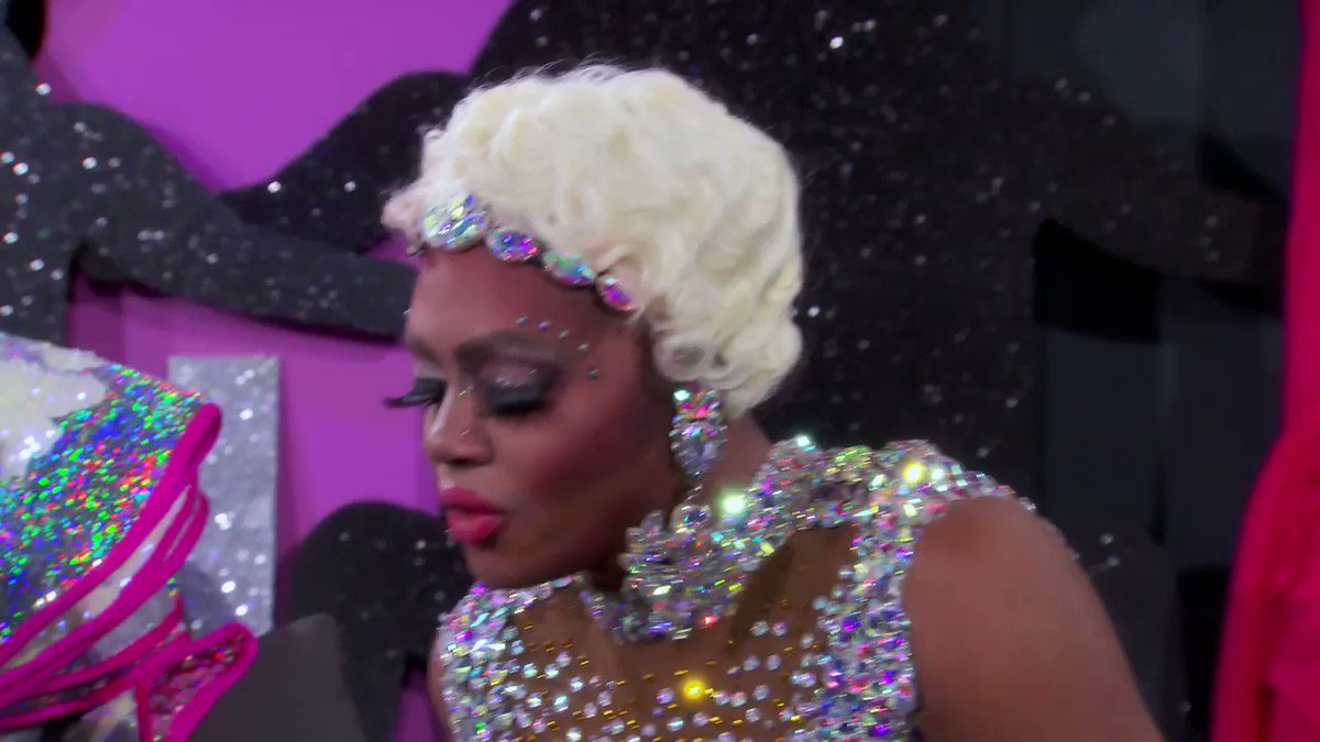 AND I OOP. AND I UTTERLY OOP. 😰 @heidincloset #DragRace
