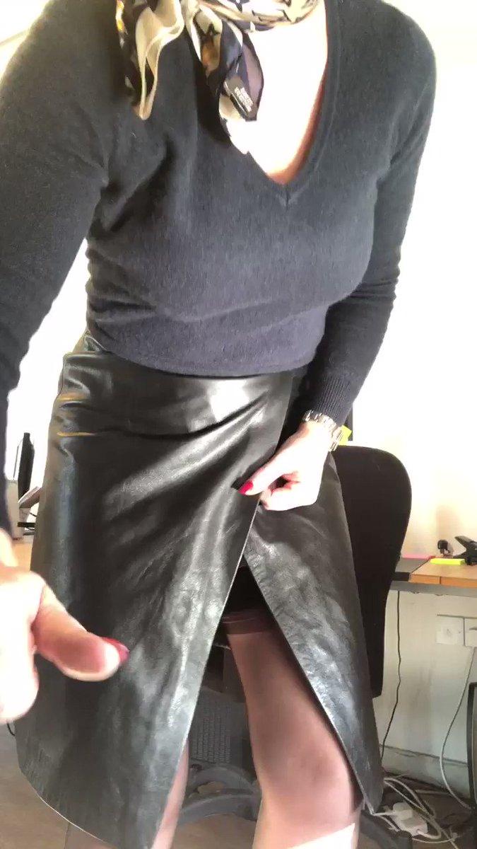 I love a naughty office MILF! @BarryandWifey #RT