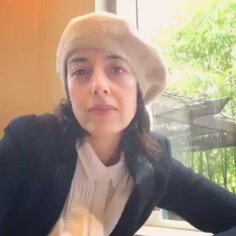Hola Soy Paulina de la Mora, hagan caso, no sean bar-ba-ros, que den se en su ca sa, los quiero de lejitos pero los quiero.