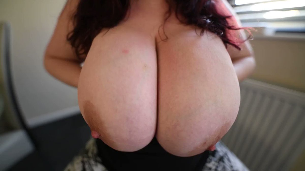 Hugh Tits In Your Face 😳 👉🏽👉🏽@HugeCupsGirl👈🏽👈🏽 ➡️➡️