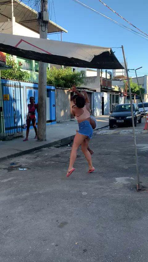 Isso que é briga o resto é fofoca , manguinhos News 😂🤣