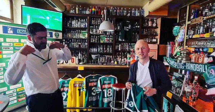 Unser virtueller Saisonabschluss läuft! 🤾♂️ Jetzt LIVE auf Facebook das Re-Live Spiel vom 1. Spieltag gegen die Füchse, präsentiert vom BMW Werk Leipzig und kommentiert von unserer Bundesligamannschaft! 😊 https://t.co/16M7Ct3pQ6 https://t.co/SAI1GMKADJ