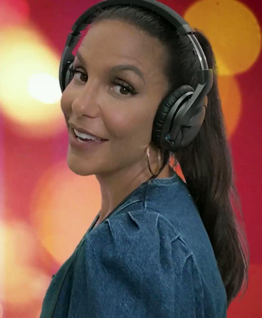 Gente, fizemos um clipe caseiro bem gostosinho, pq estou amando essa música com @vitao 🥰 #Ivete #Vitao #NaJanela .