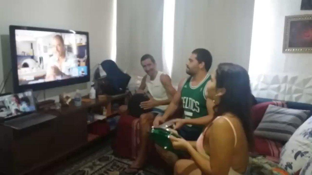 Curtindo Diogo Nogueira nesse domingão #emcasa com a família! #OriginalNaLiveDoDiogo  #RealengoRJ