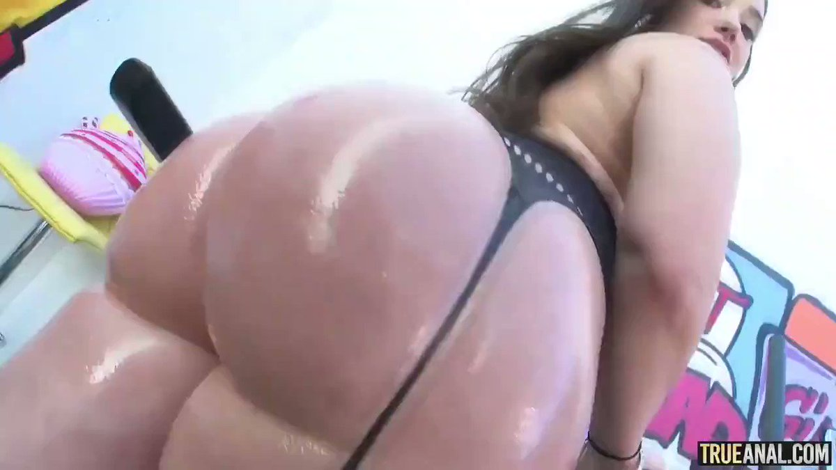 What a perfect booty 🍑🍑🍑 @GiaPaige 💦💦💦  👉