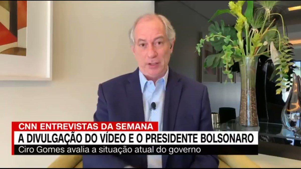 """O general #HelenoTraidordaPatria não gostou do recado de @CiroGomes. """"Acanalhou-se mas não temos medo dele. Está mentindo ao STF para proteger bandidagem e precisa ser enfrentado. Se tentar fazer um golpe no Brasil, rasgar a nossa Constituição, haverá resistência"""", disse Ciro."""
