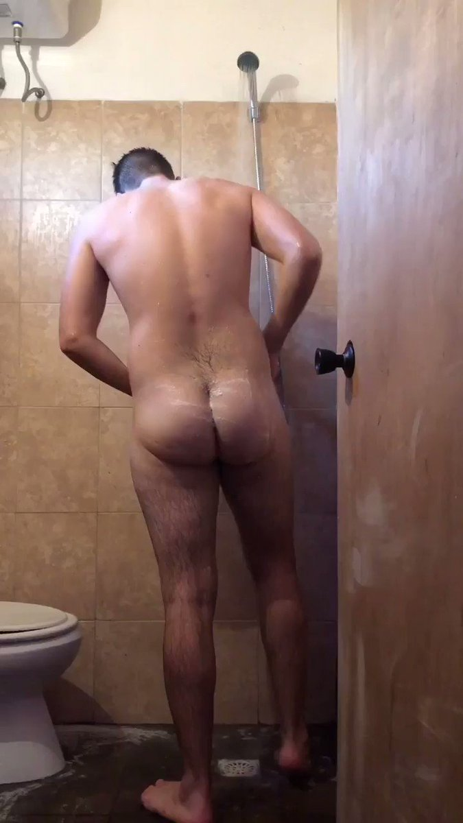 He was bathing 🧖🏻 with the door open, I started spying on him and I ended up fucking him 🥵 🍆@Seba_Terry 🍑@Jero_Wero RT🔁 and FAV♥️ if you want me to upload more videos like this 🔞🔥  (Watch the full video at   ❌ #gayporn #Twink #gay #pornocasero ❌
