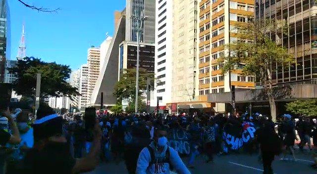 Avenida Paulista agora: ocupada pela torcida antifascista da Gaviões da Fiel!