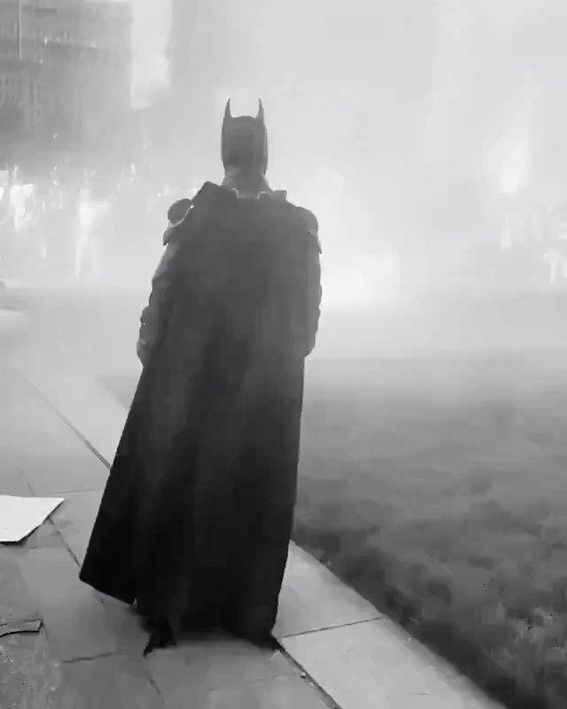 Этому городу нужен герой!  На протестах в Филадельфии заметили Бэтмена. Для воссоздания сцены из «Тёмного рыцаря» не хватало только Бейна.