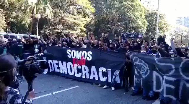 """Recado para os fascistas na Paulista hoje: """"ôôô, a ditadura acabou!"""""""