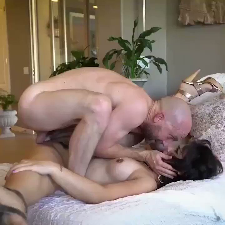 Chacha amazing fuckking on Yong leday pelencer tit and chut ausam maza le raha hai chacha  😋😝😝😋😝😋😍🤩😉