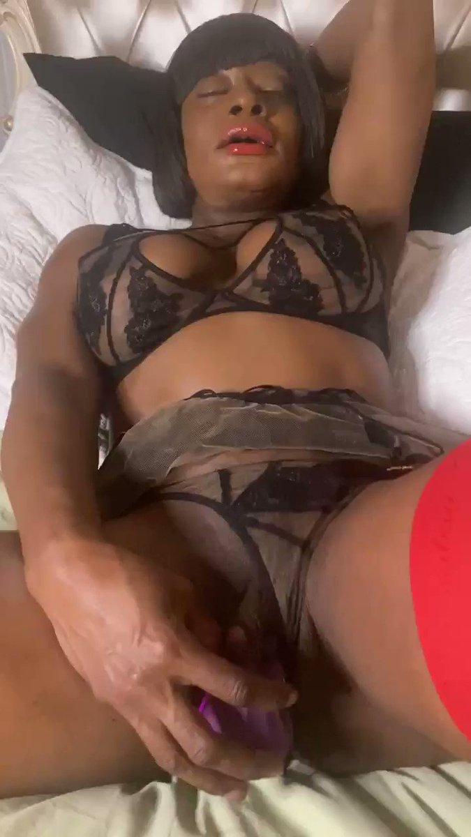 Stimulating my big clit watch me make it grow !!! #bigclit #worldsbiggestclit #kelliprovocateur #fetish #lingere #fitness #dominatrix #masturbation #vibrator #stockingfetish