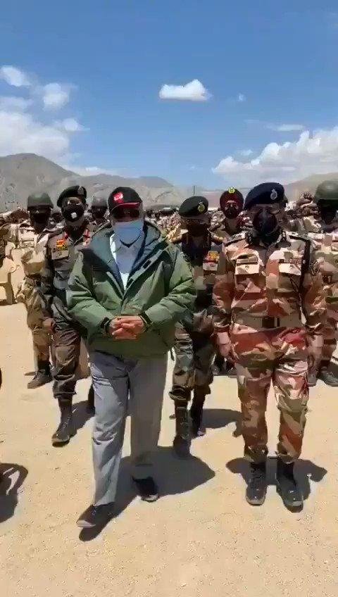 PM Modi in Ladakh with Indian Forces  जवानों ने दहाड़ - भारत माता की जय, वंदे मातरम