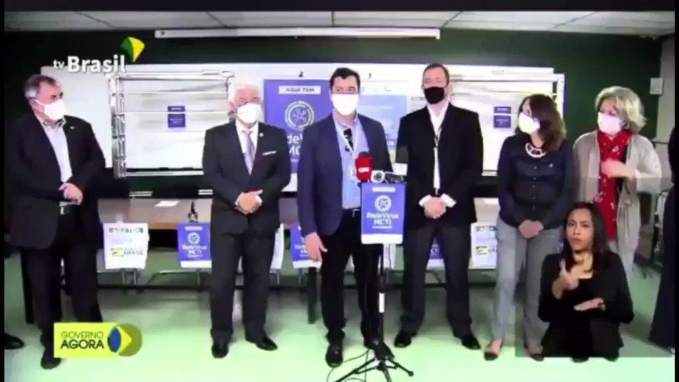 A- Pesquisadores brasileiros desenvolvem equipamento capaz de descontaminar de forma segura máscaras N95, usadas por profissionais de saúde. Via @mctic @Astro_Pontes / @tvbrasilgov .