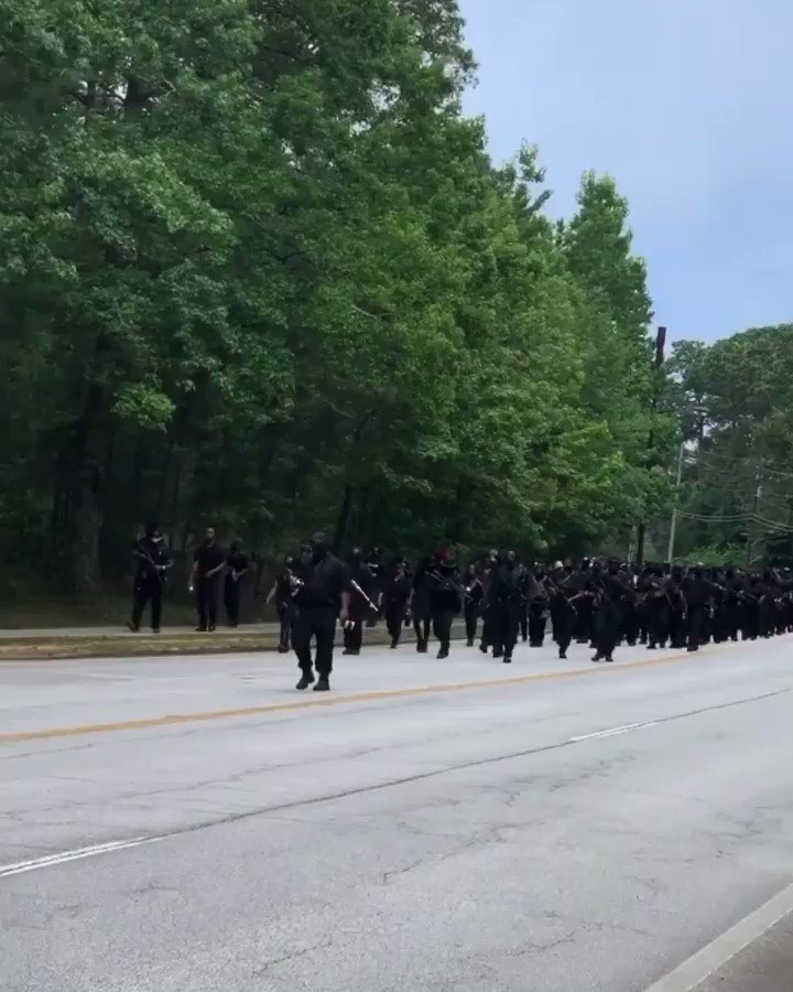 Armed Black Americans showed up DEEP in Stone Mountain #Georgia today for the #4thofjuly   ✊🏾✊🏾🇺🇸🇺🇸
