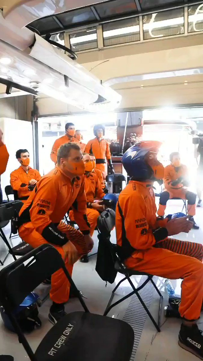 The scene from the garage during THAT moment from yesterday's #AustrianGP.   🎉🏆 @LandoNorris